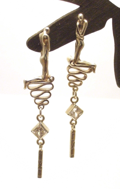 Earrings with kneeling figures